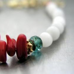 Red coral and white cat's eye elegant bracelet on vermeil cold.